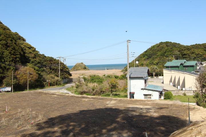海の見える高台。全2区画。岩場まで歩いてすぐ。