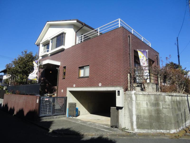 めじろ台3丁目 敷地面積69坪超の落ち着いた空間の広がる邸宅