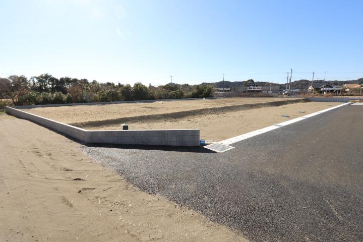 東浪見海岸そば。各区画約100坪。