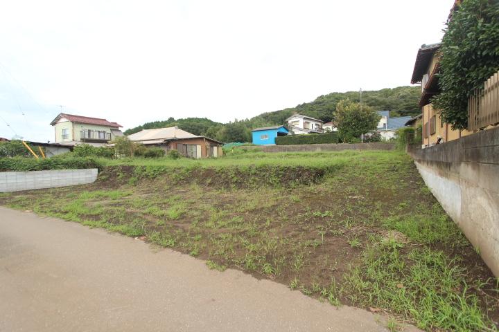 敷地100坪超。全2区画。里山地帯。