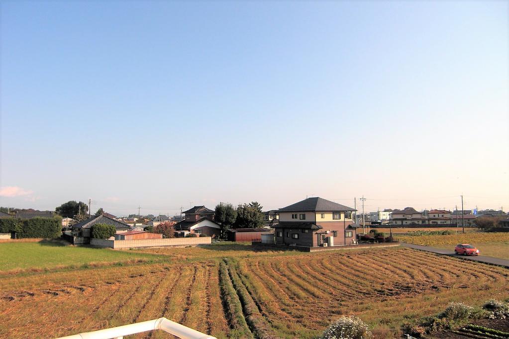 敷地面積90坪、新築4LDK。 田園風景広がる南欧風住宅。