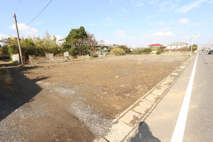 人気のビーチライン沿い。敷地約270坪。分割可。