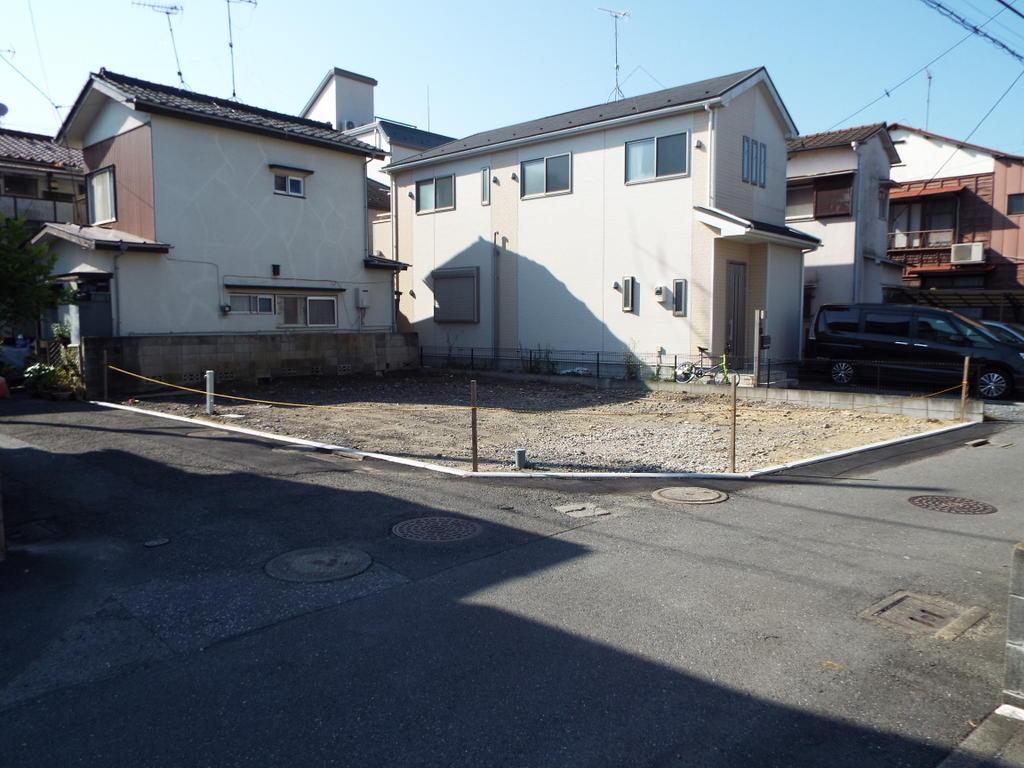駅徒歩2分 角地の建築条件なし売地 1