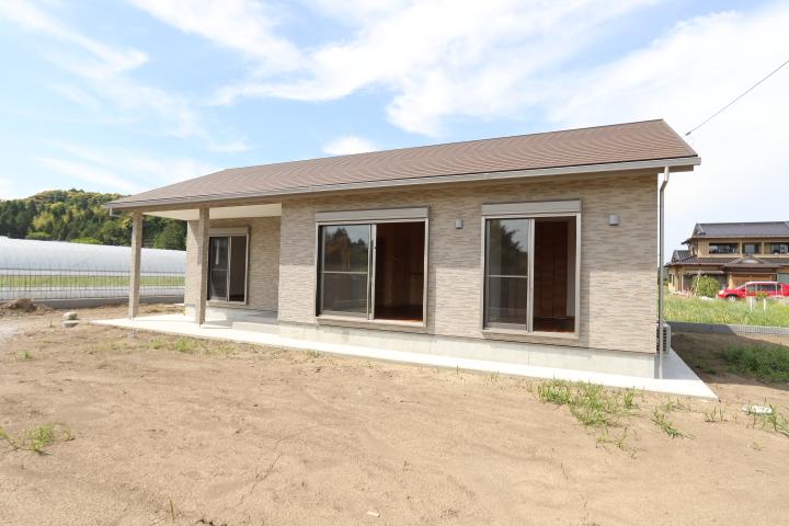 敷地150坪。新築平屋。南道路付き。