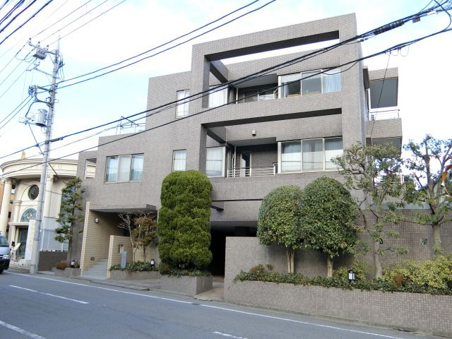 落ち着いた住宅街にあるマンション東急ドエルアルス駒沢大学