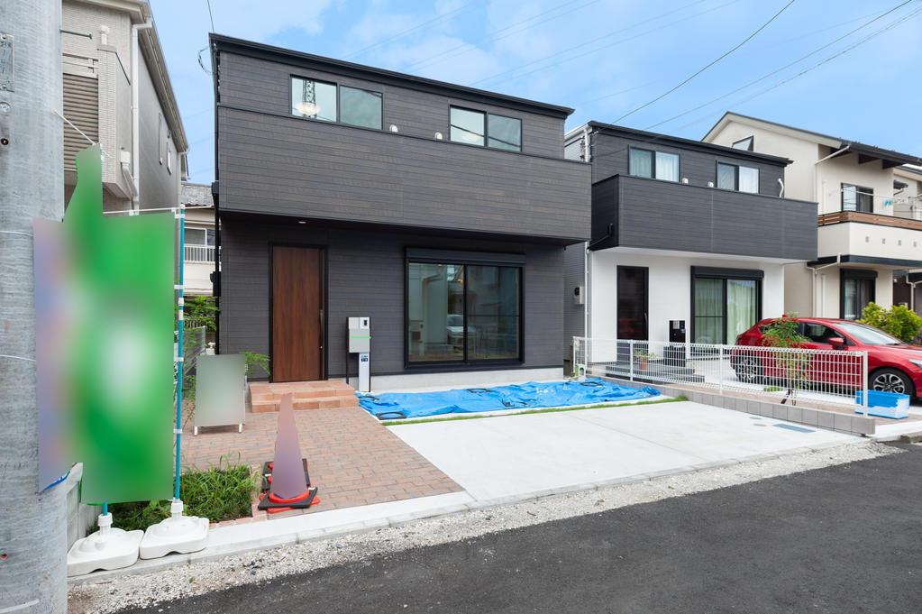 現地販売会開催中 並列2台陽当たり良好なデザイナーズ住宅